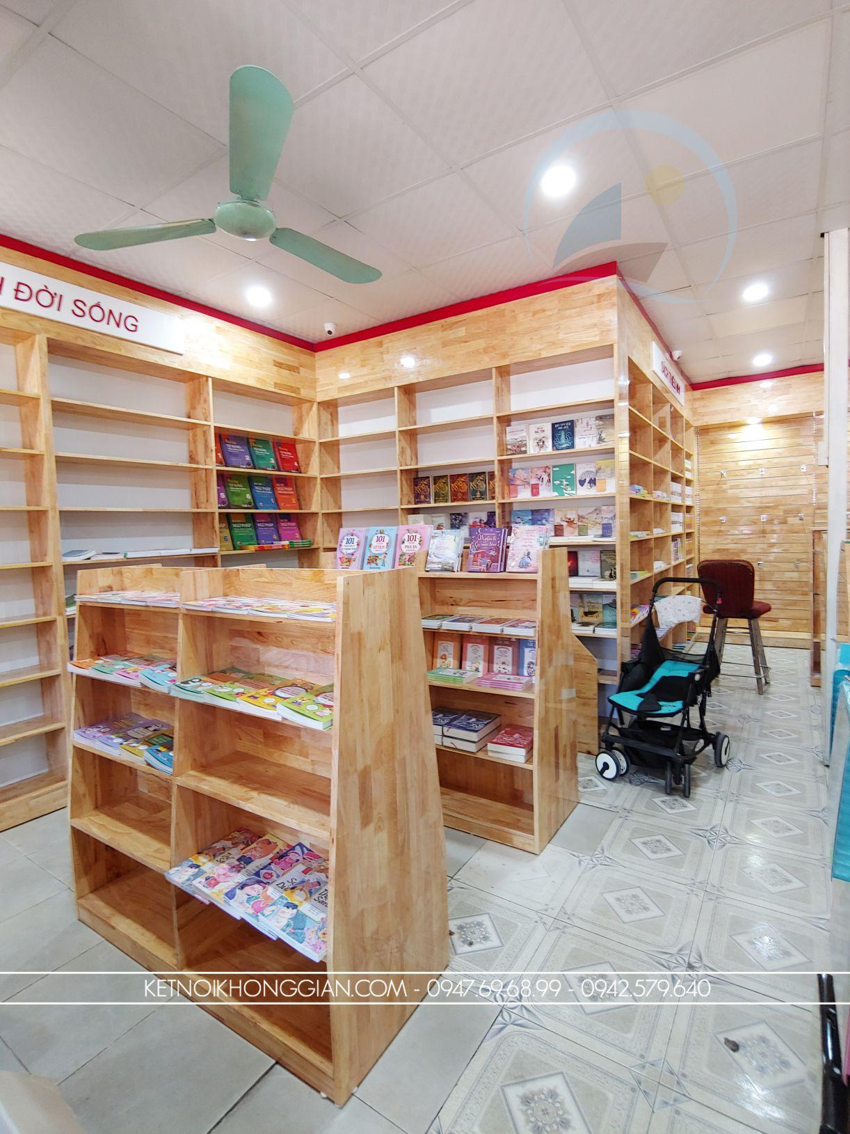 mẫu kệ trưng bày cửa hàng sách