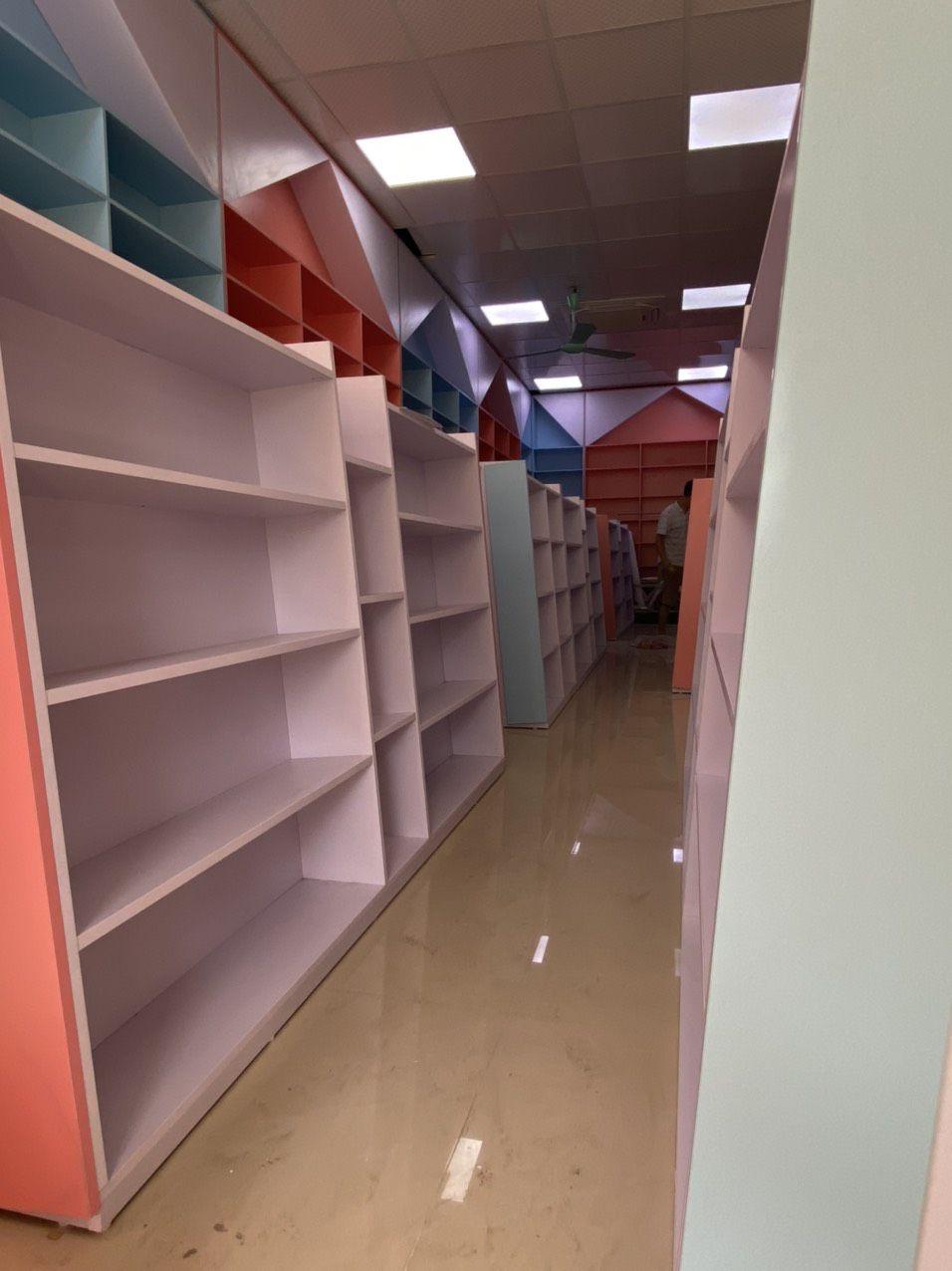 tủ trưng bày sách trung tâm