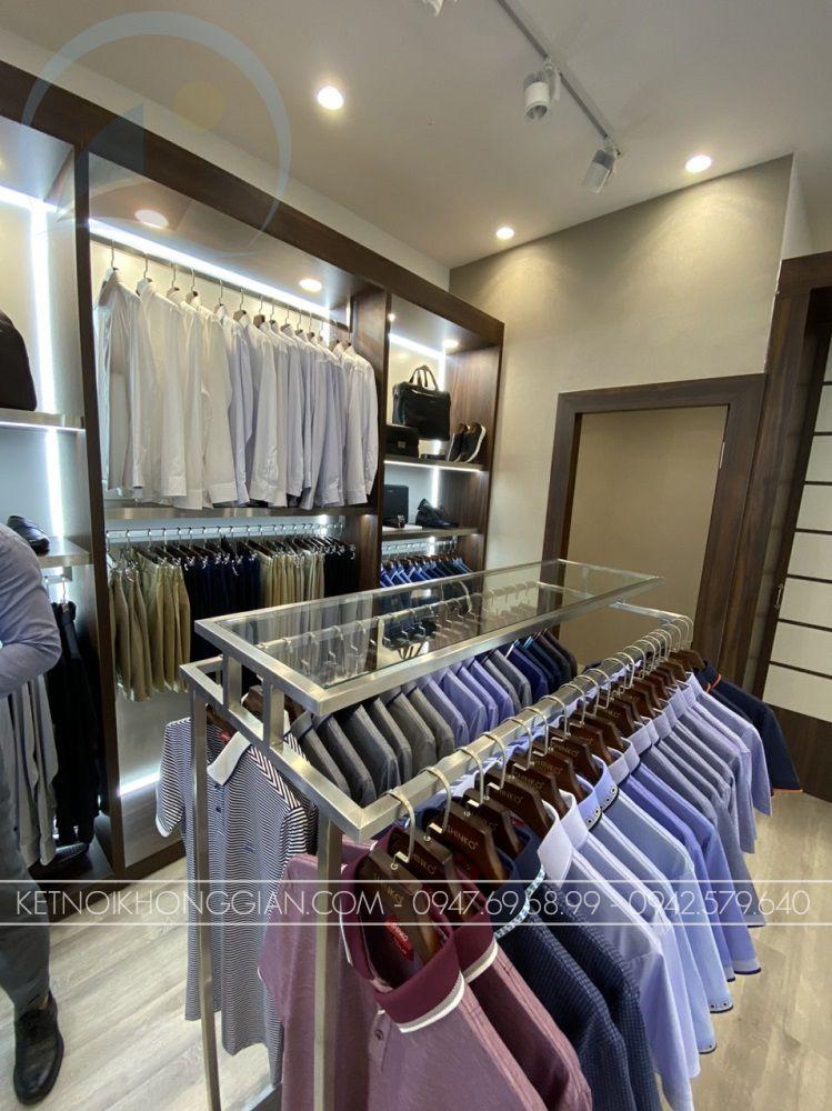 tủ trưng bày quần áo gắn đèn